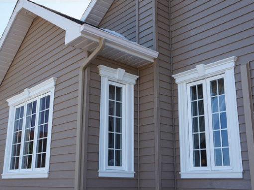 Fenêtre PVC tout battant avec carrelage georgien