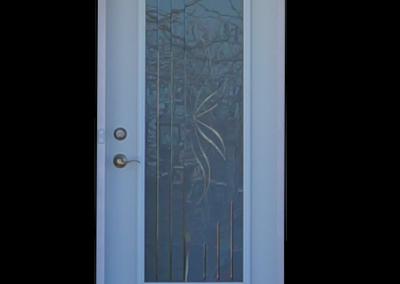 Porte d'acier vitrée